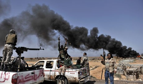 Smoke-billows-as-Libyan-r-007