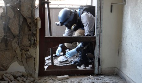 UN arms expert collects samples, Ghouta